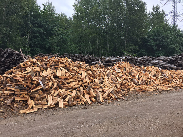 P&D Tree Service Seasoned Firewood - Small delivery fees apply.  Call us for current prices and fees.